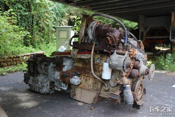 30年后再见美国怀特WG重卡,换了发动机,没想到还能开