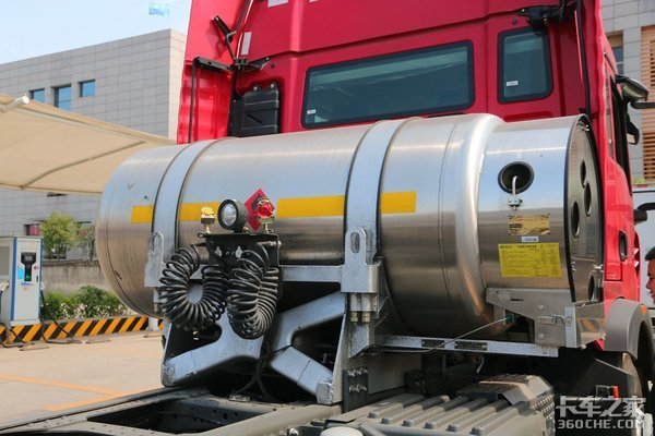 40万左右搞定燃气车?LNG豪沃TX7强势来袭440马力带12挡