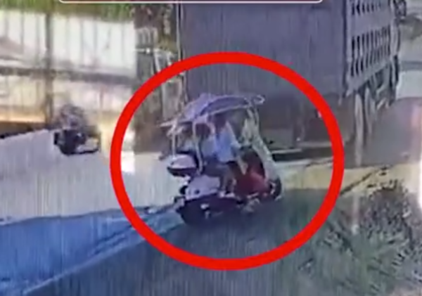 电动车在货车盲区致4死其中有3名小孩