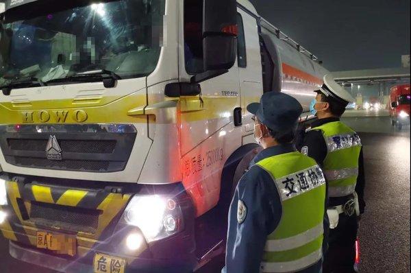 81个整顿组!北京交警联合环保、运管等多部门严查重污染车辆违法上路