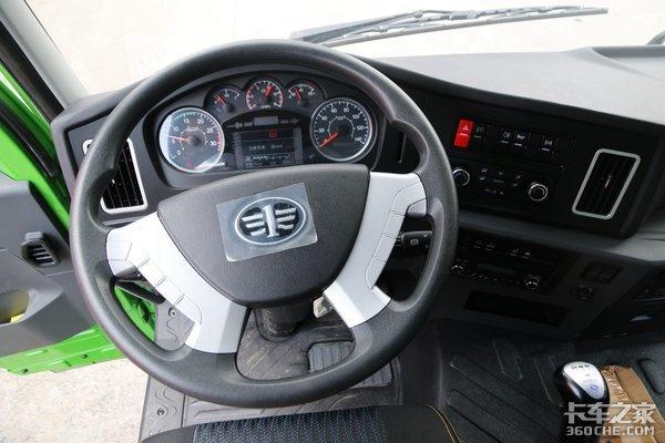 车市速看:8×2驱动+5.6米短箱上身这台轻量化悍V自卸更能装