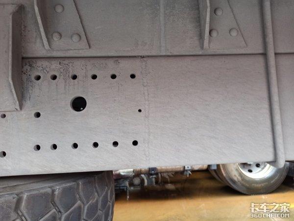 私自改装大梁和淋水罐,这台重载版解放J6P载货车怎么过年审?