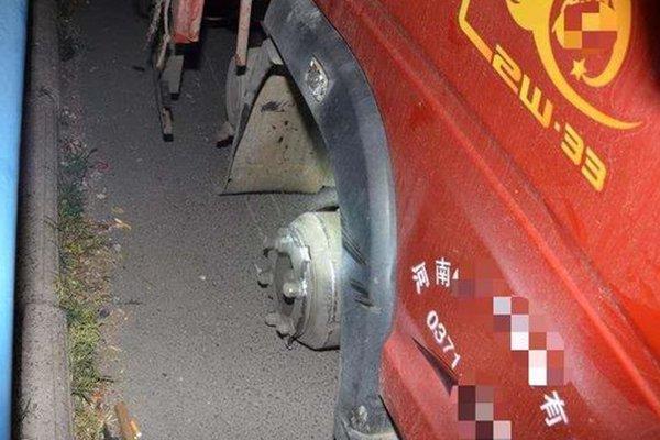 发车前一定要检查车况一个轮胎让卡友赔了10万