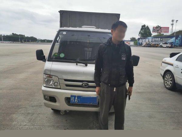 男子驾驶货车逃跑 交警拦下连开5张罚单