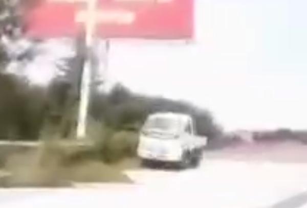 无证驾驶弃车扮路人男子:科目1考不过