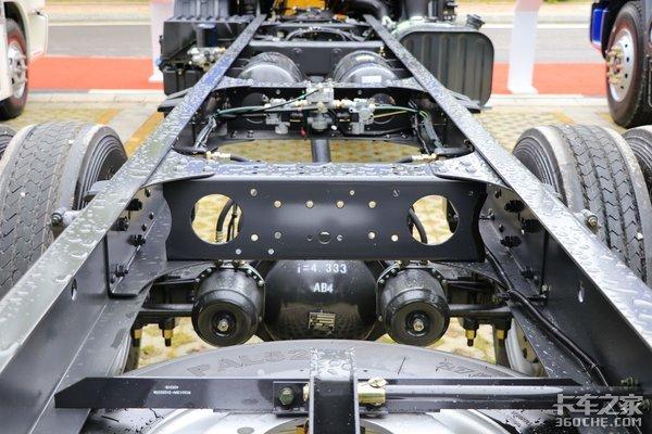 综合油耗大幅下降挣钱机器蓄势待发新乘龙M3中卡图解