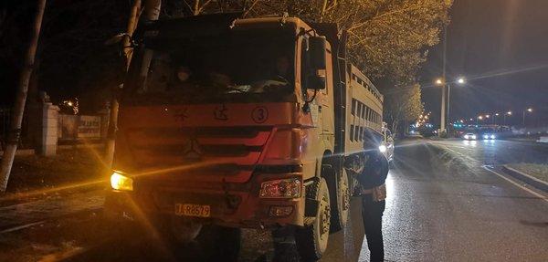 哈尔滨严打货车违法3天查扣58台大货车