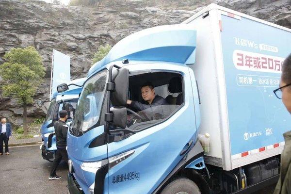 Wo们在路上丨开卡车自驾能有多魔幻?