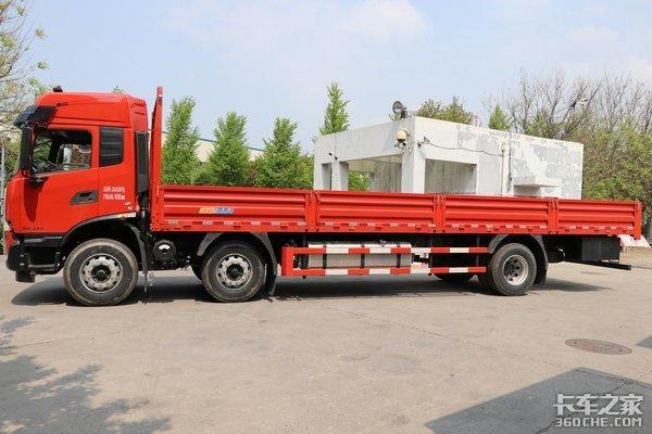 国六300马力高顶双卧散货运输利器天锦KR载货车来了
