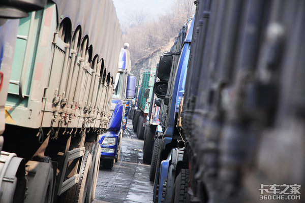 任性的限行政策进城证手续复杂一年1200元货车进城怎么就这么难?