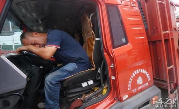 跳水救小孩、帮故障车辆救火,看看货车司机到底有多暖心