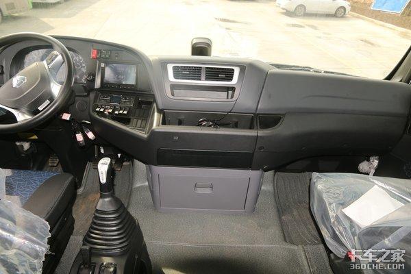 车市速看:440马力MAN技术全套动力这台汕德卡G7快递车配置很高