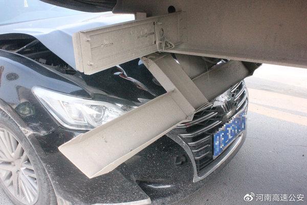 货车司机走错入口任性倒车结果损失5万元