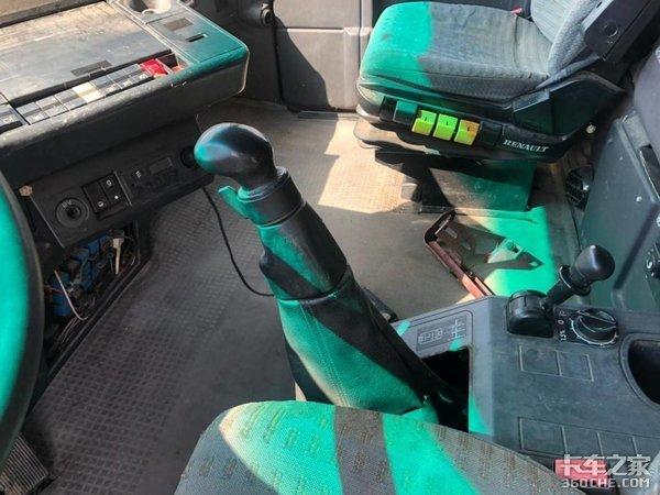 带你看看欧洲第一台平地板牵引车,30年前雷诺就做到了