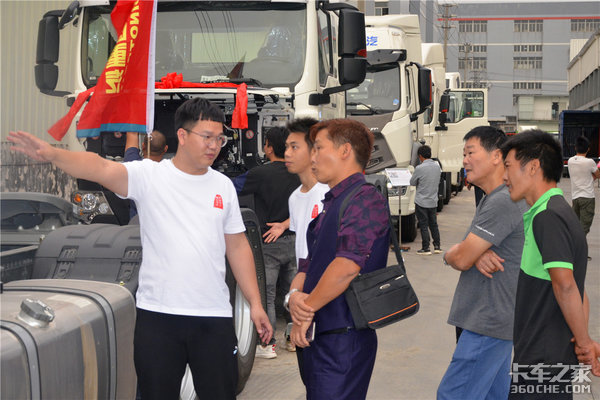"""现场认购135辆江门景瑞中国重汽用实力展示""""国之重器""""风采"""