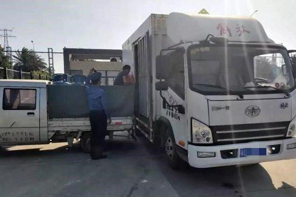 小货车看到交警就'心虚'竟有63条违章