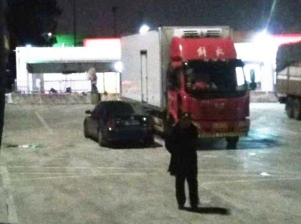 高速服务区油耗子猖獗凭红布条可免偷油谁在充当保护伞