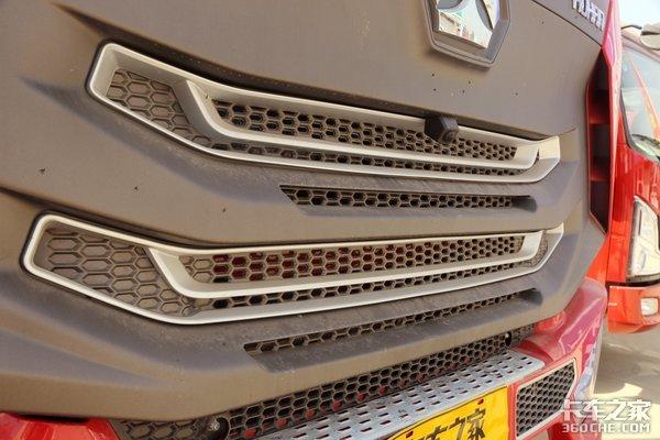 240马力输出还有600L双腔油箱轻奢系豪瀚N5G载货车图解
