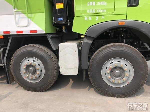 短途建筑物料运输好帮手,实拍重汽豪沃5米68x4渣土车