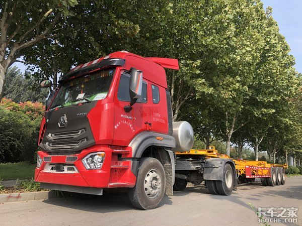 集装箱货柜运输利器,重汽豪瀚N7GLNG牵引车回本更快