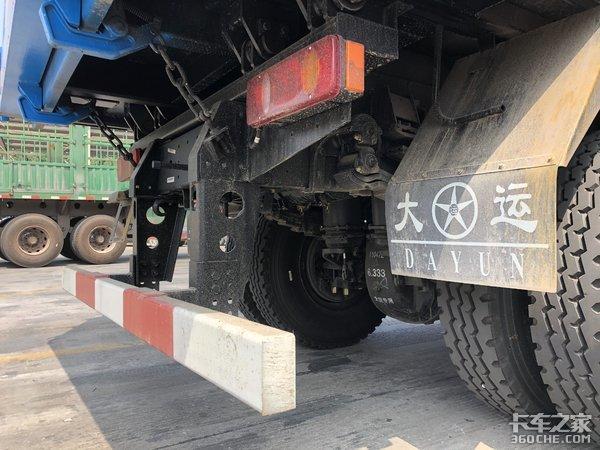 砂石料运输标载利器,比同级车便宜1.5万,实拍大运风度自卸车