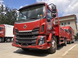 能拉11.5吨货 实拍柳汽乘龙6米8载货车