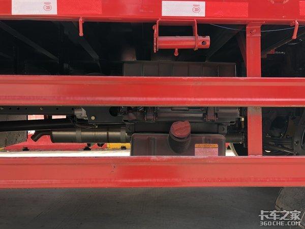 整车轻量化设计,能拉11.5吨货,实拍柳汽乘龙6米8载货车