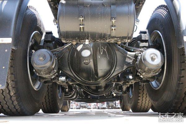 400马力6X4自重8.2吨福田欧曼ETX报价30万左右性价比之选