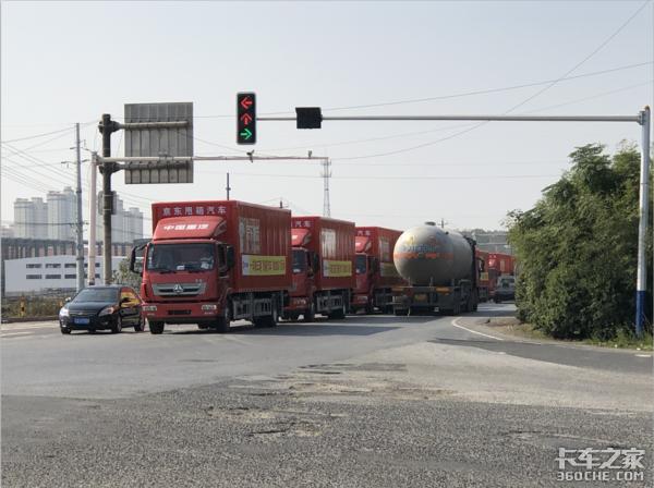 双十一快递量暴增,大型物流公司是如何保证货物时效的?