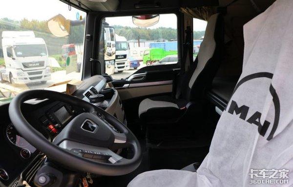 经济性货车市场的狠角色,实拍重汽国六TX载货车,配置用心了