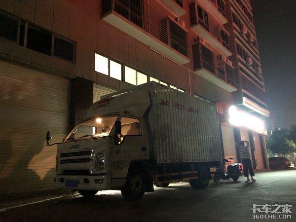 深夜出发清晨结束,6小时跑13家门店,体验轻卡司机的夜生活