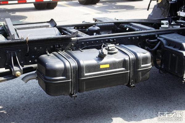 搭载五十铃技术发动机国六奥铃速运中体轻卡实拍