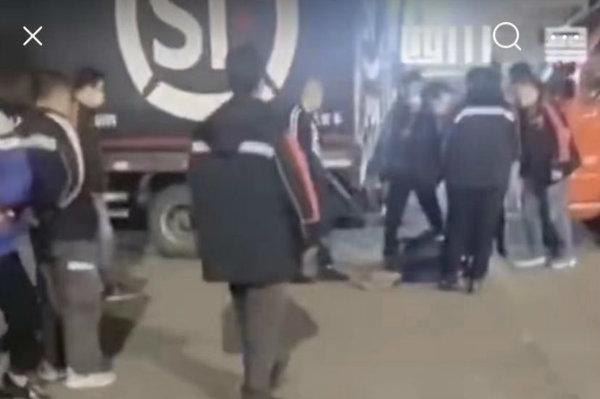 网曝顺丰员工和货车司机打架!疑因排队卸货起冲突