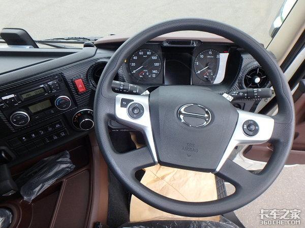 带你看看日野Profia牵引车,这激进的造型,你喜欢吗?