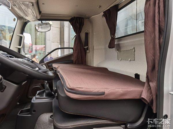 车市速看:一台高端轻卡应该什么样?来看看带卧铺的解放新领途吧!