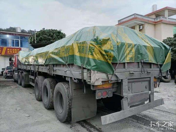 解放悍V牵引车小马力也能征战水泥运输