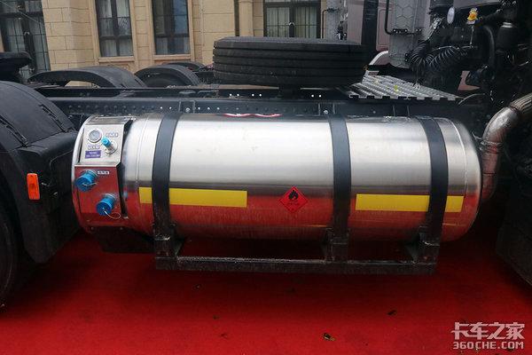 现代创虎LNG牵引车逐鹿中原侧置双气瓶结构为运输安全保驾护航