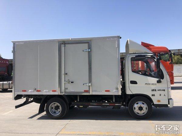 自重2.85吨,能拉1.6吨货,奥铃捷运轻卡可合规上蓝牌