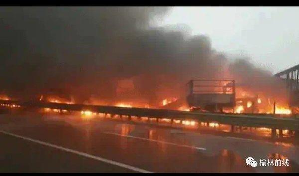4死6伤!包茂高速43辆车相撞均因团雾及长下坡桥梁结冰