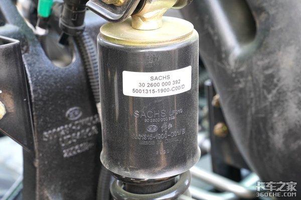 驾驶室采用高强钢底盘配免维护平衡轴选短轴8×4自卸这台JH6更合适