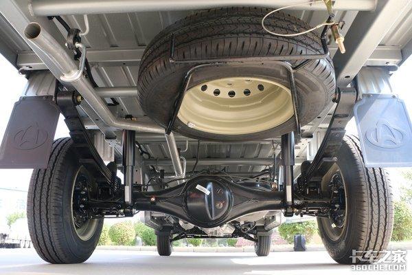 货厢装载能力是亮点长安星卡L1国六车型实拍