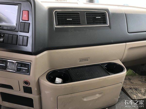 轻量化底盘+可靠上装,实拍重汽豪沃TX混凝土搅拌车