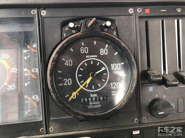 40年才跑26万公里,实拍斯堪尼亚82H长头车,竟然是平地板