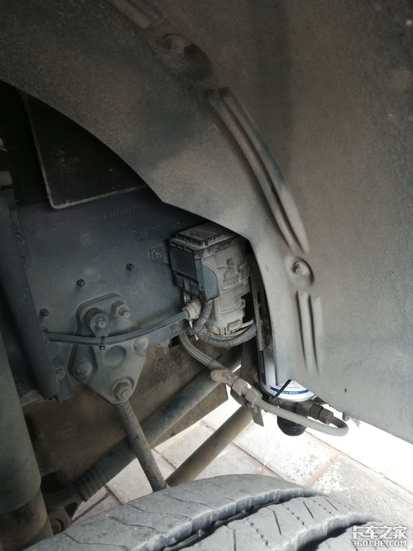偶遇第3代沃尔沃FM移动信号车,15年前的配置如今仍不过时