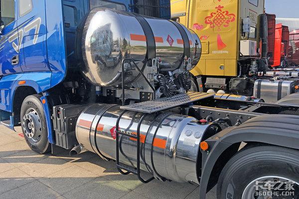 500马力燃气机2240升大气罐安全配置配齐这辆J7LNG牵引车不一般!