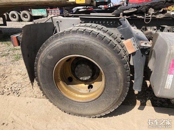 自重7.7吨,实拍重汽汕德卡二手双导牵引车,当年卖38万