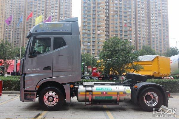 车市速看:康明斯15L燃气加持侧置气罐续航动力兼具的格尔发K7快递车