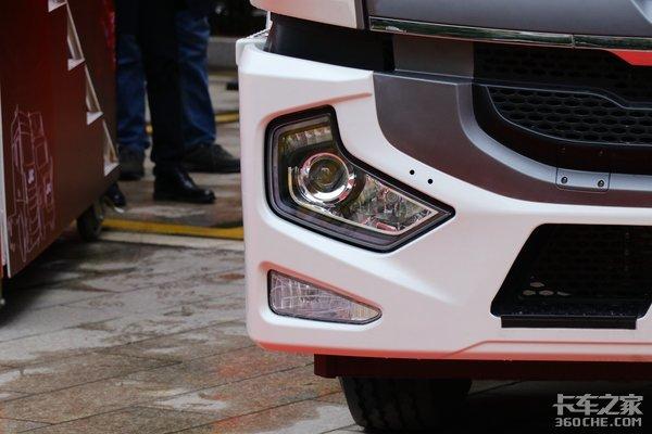 不需割顶并且装配独立冷机这款高顶双卧格尔发A5X冷藏车配置很亮眼