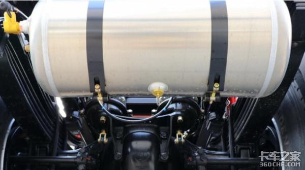 别小看卡车上的这个小罐子,不定时更换可能会刹车失灵