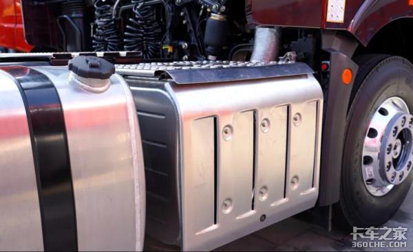 内饰升级颜值堪比轿车自重仅8.2吨J6P迎来3.0时代